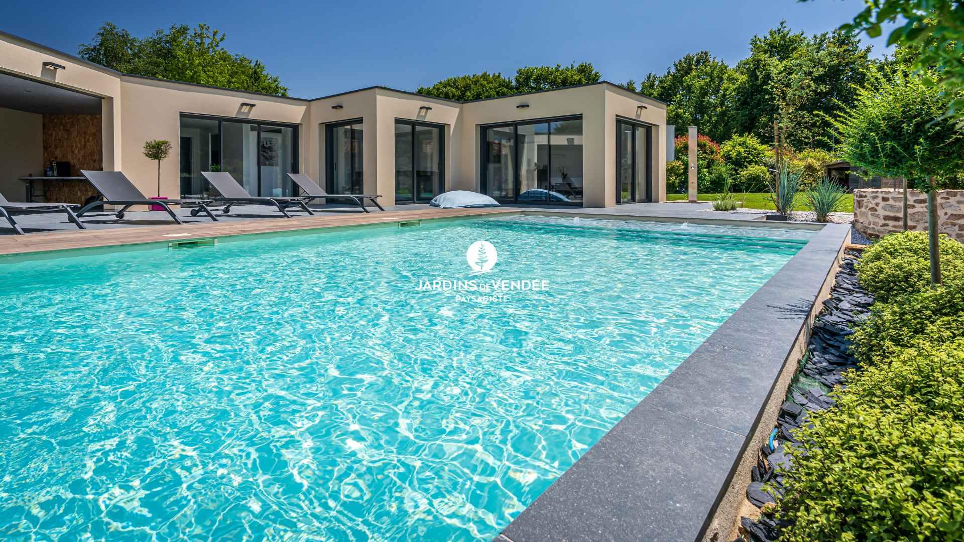 jardinsdevendee-nosrealisations-piscine6-compressed